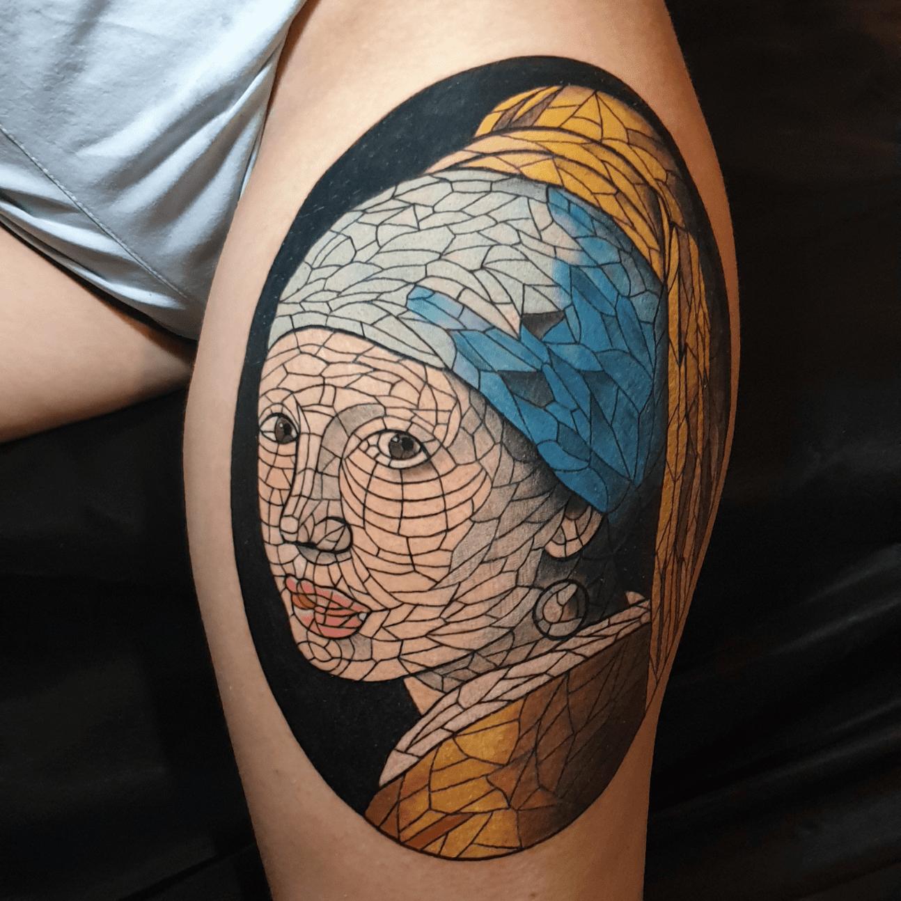 Mosaic tattoo tatuaggio sulla coscia