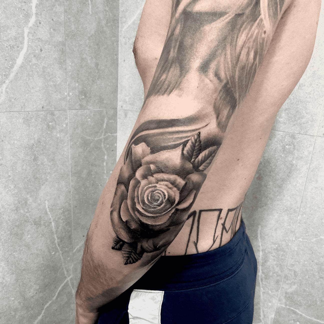 tatuaggi-rosa-gomito-alt