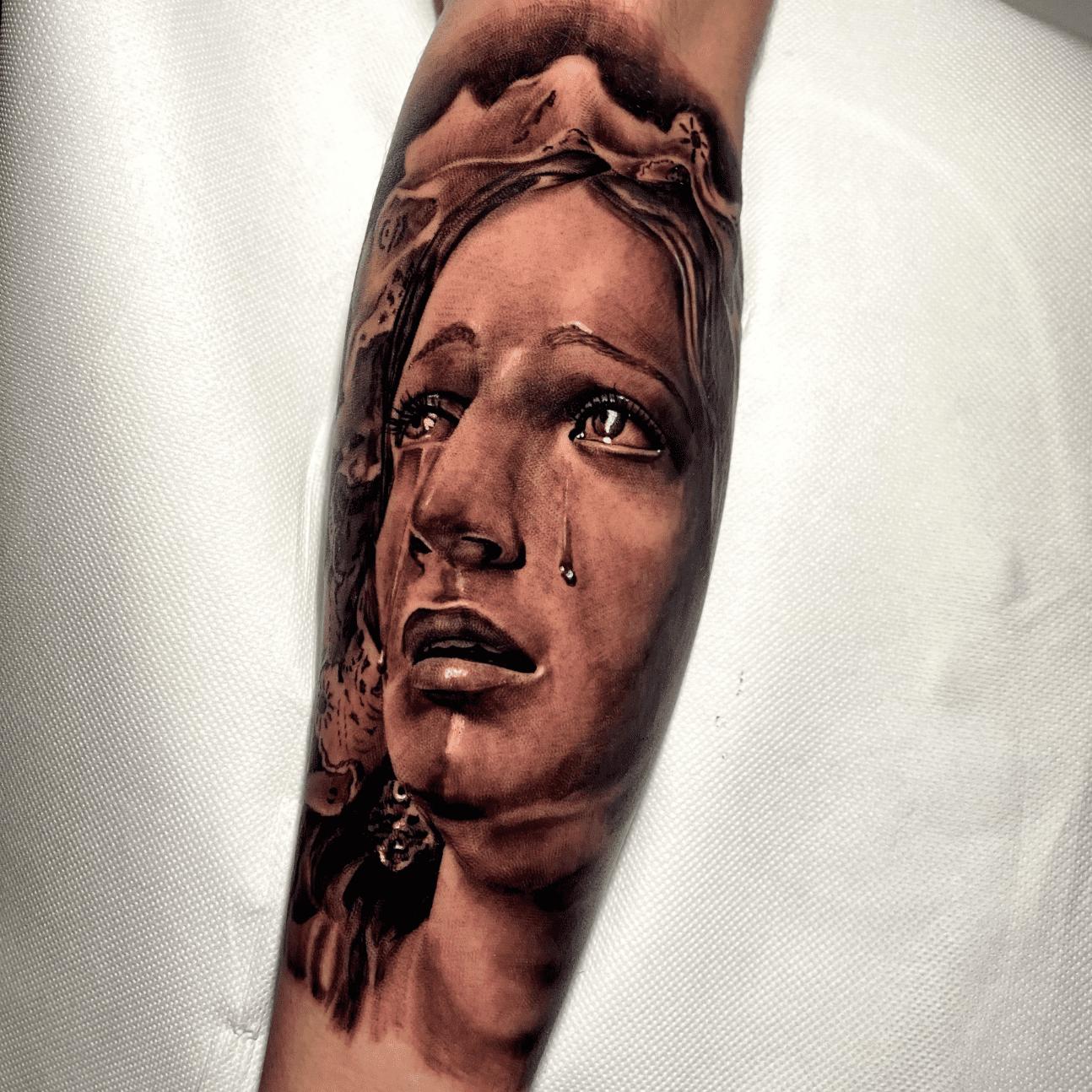 immagine tattoo religiosi: il volto della madonna