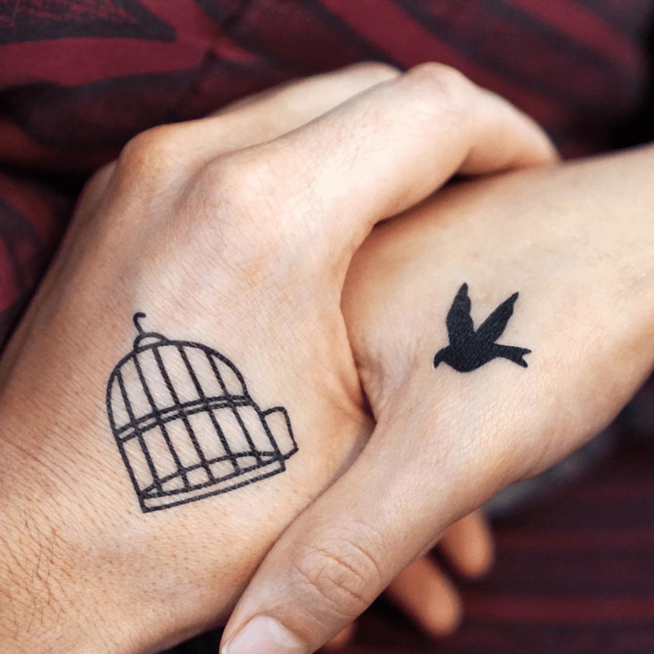 Tatuaggi per fidanzati: gabbia con rondine