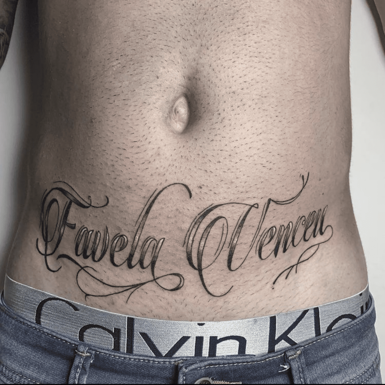 Tattoo lettering a Roma: Carlitos Thunder Ink Tattoo