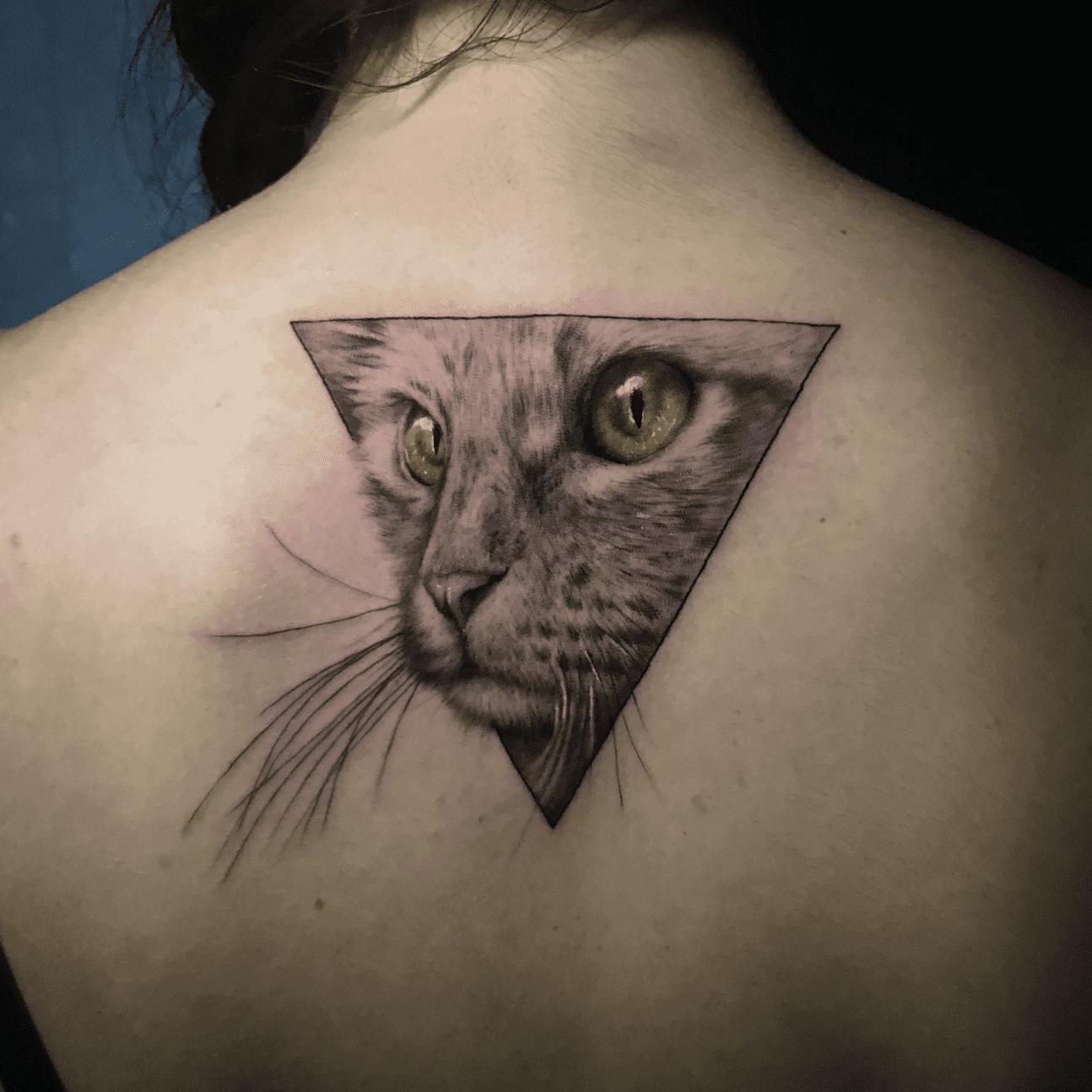 Tatuaggi bianco e nero a Roma