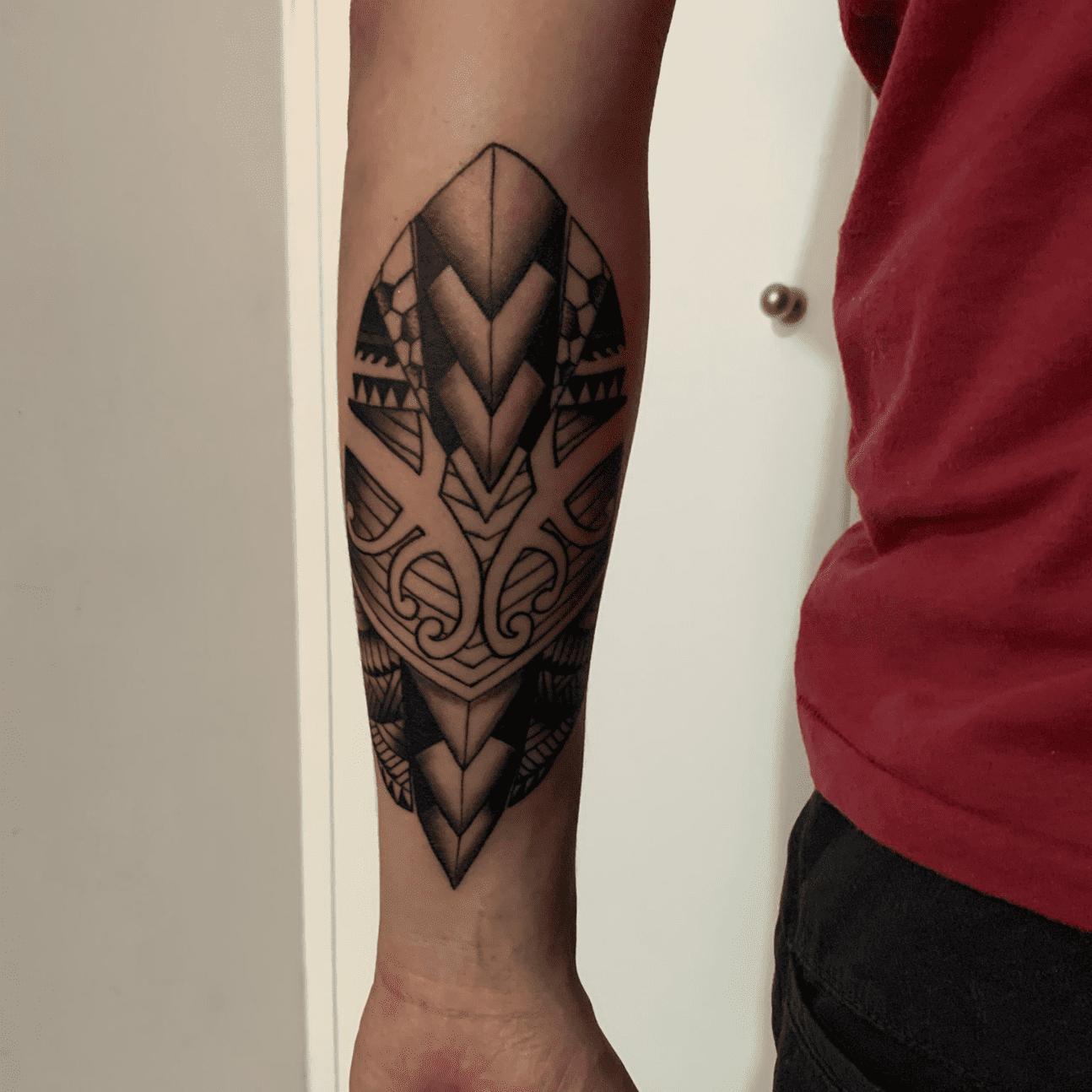 Tatuaggio maori avambraccio uomo